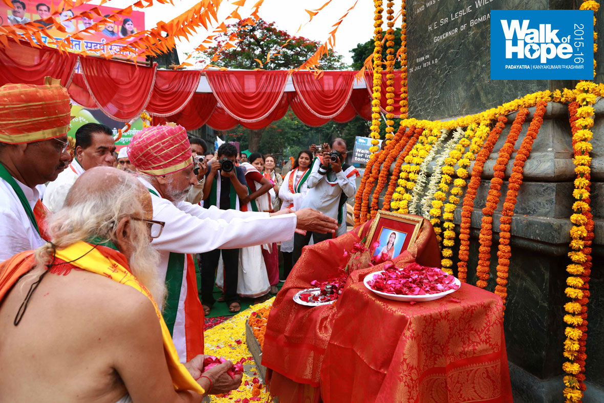 1.Offering-flower-petals-to-the-image-of-Sant-Jnaneswar-before-the-walk,-Kolhapur,-Maharashtra)
