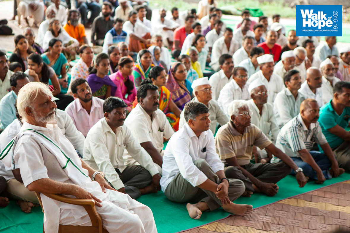 15.The-crowd-watching-the-WOH-videos-in-rapt-attention,-Bhose,-Sangli,-Maharashtra