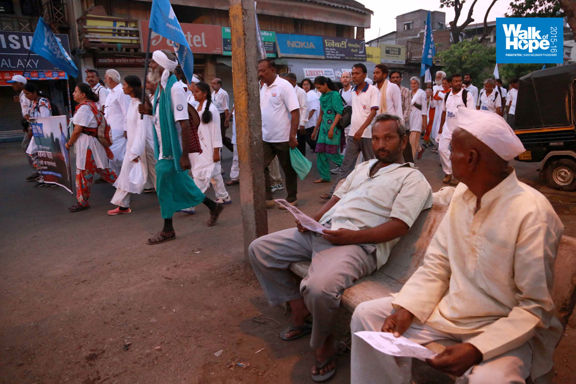 2.Along-the-streets-of-Miraj-before-taking-off-to-Bhose,-Day-134,-Maharashtra
