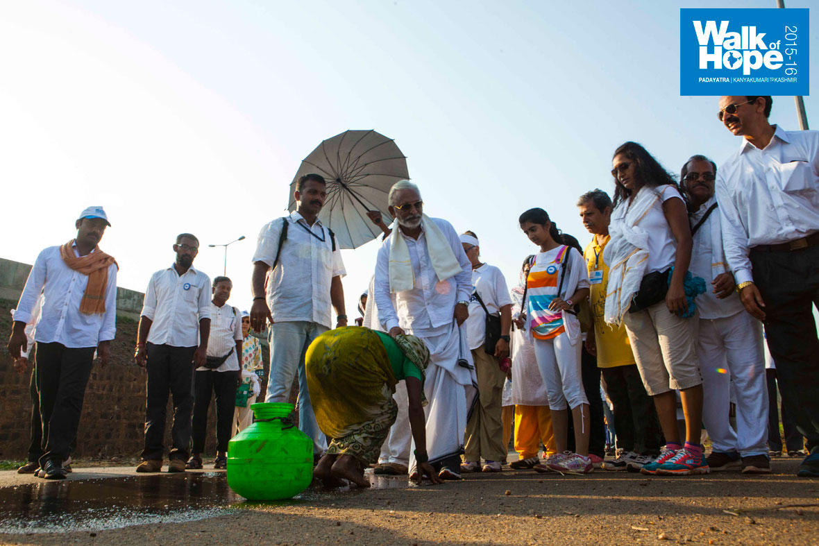3.This-woman-washed-a-stretch-of-road-for-the-Padayatra-to-cross,-Belgaum,-Karnataka