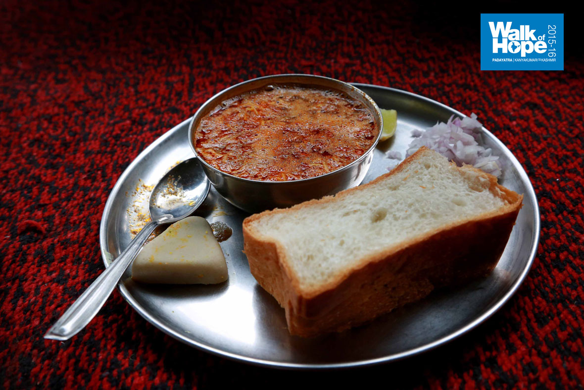 7.Yummy-Misal-Pav-&-sweet-for-breakfast!!,-Shiroli,-Kolhapur,-Maharashtra)