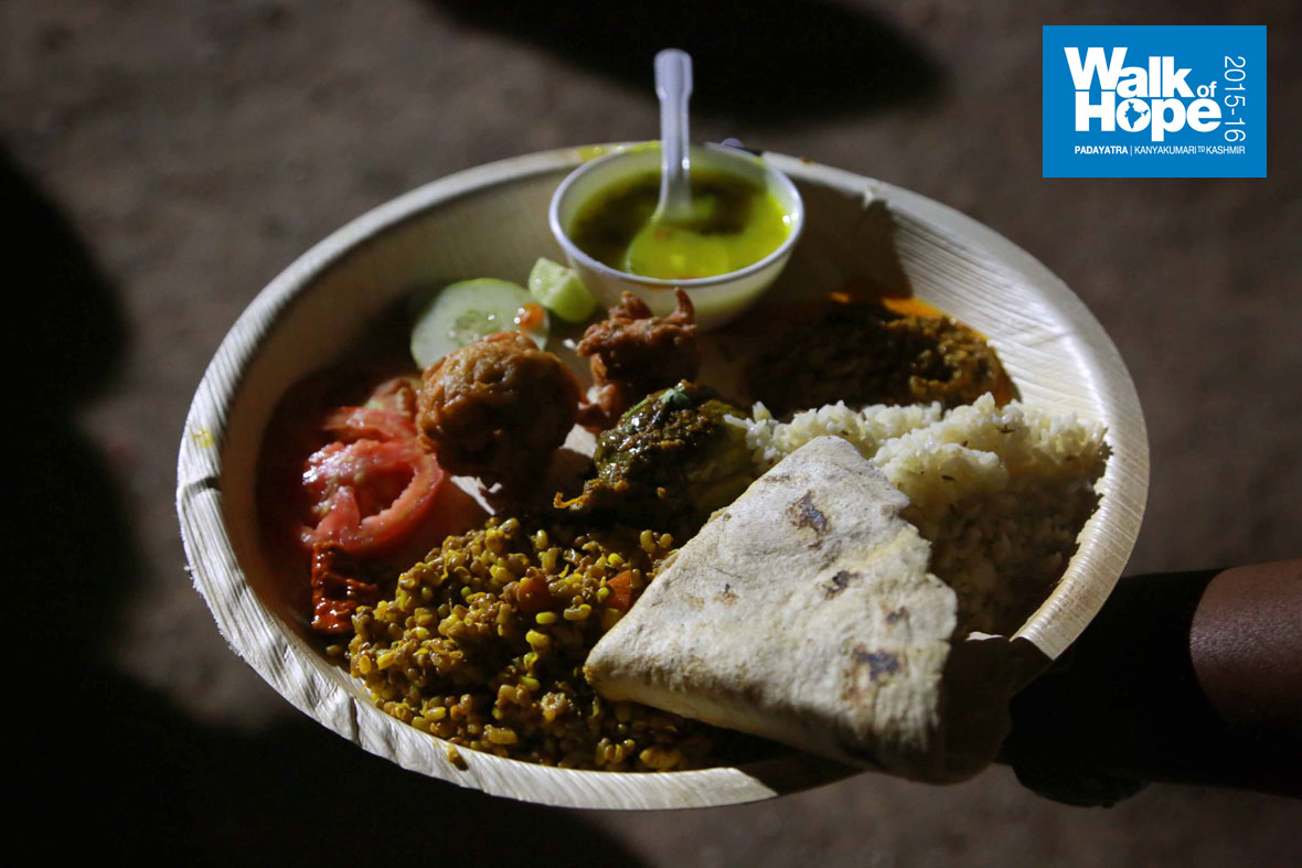 8.Quite-a-plateful!,-dinner-fare-served-by-the-people-of-Kuchi,-Sangli,-Maharashtra