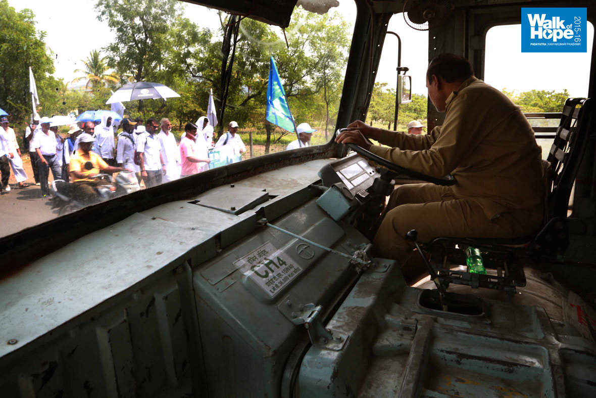 8.This-MSRTC-driver-patiently-waits-for-the-Padayatra-to-pass,-Sangli-Road,-Maharashtra)