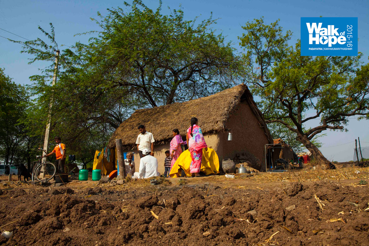 11.Thatched-roof,-mud-walls,-great-protection-against-the-summer-sun,-Batambare,-Solapur,-Maharashtra