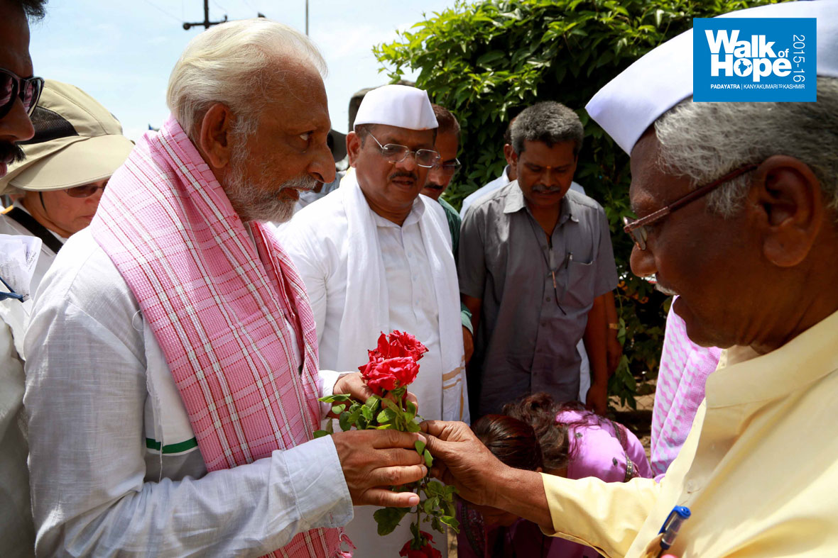 12.Floral-welcome-at-end-point,-Mohol,-Maharashtra)