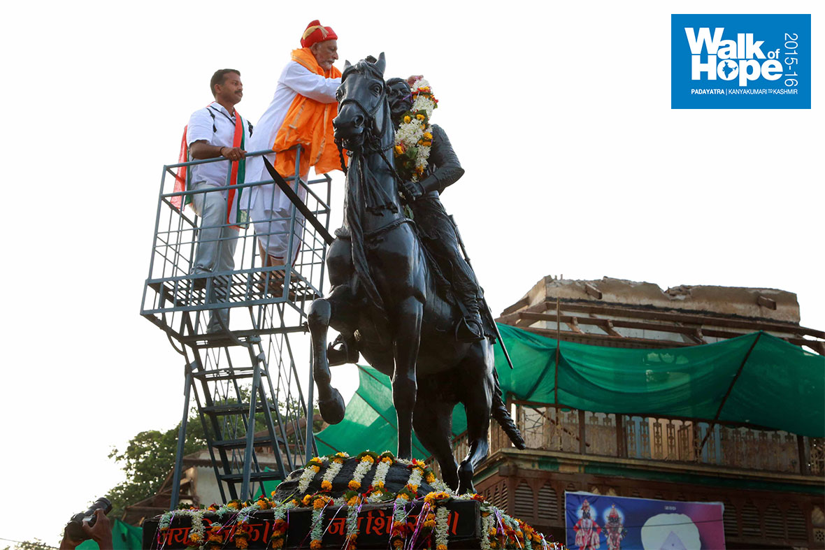 2.Sir-garlands-Chatrapathi-Shivaji