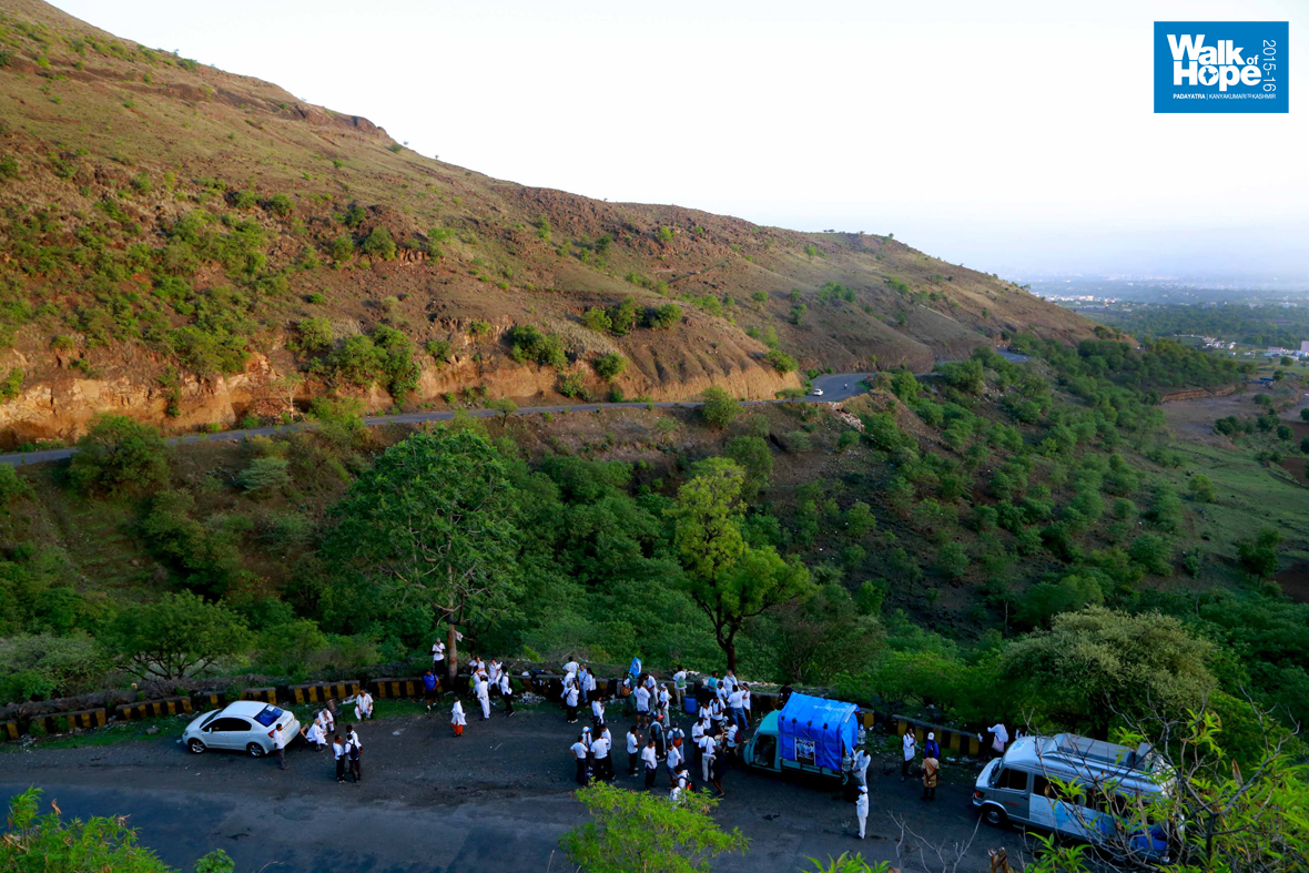 7.Tea-break-at-one-of-the-most-scenic-settings-so-far-on-the-Padayatra,-Dive-Ghat,-Pune,-Maharashtra)