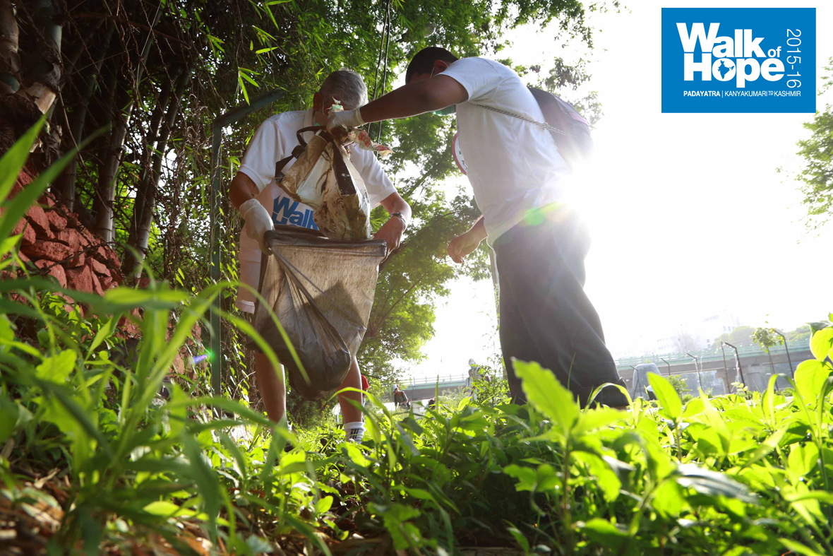 1.WOH-Day-103-was-dedicated-to-cleaning-the-banks-of-Mutha-River,-Pune,-Maharashtra)
