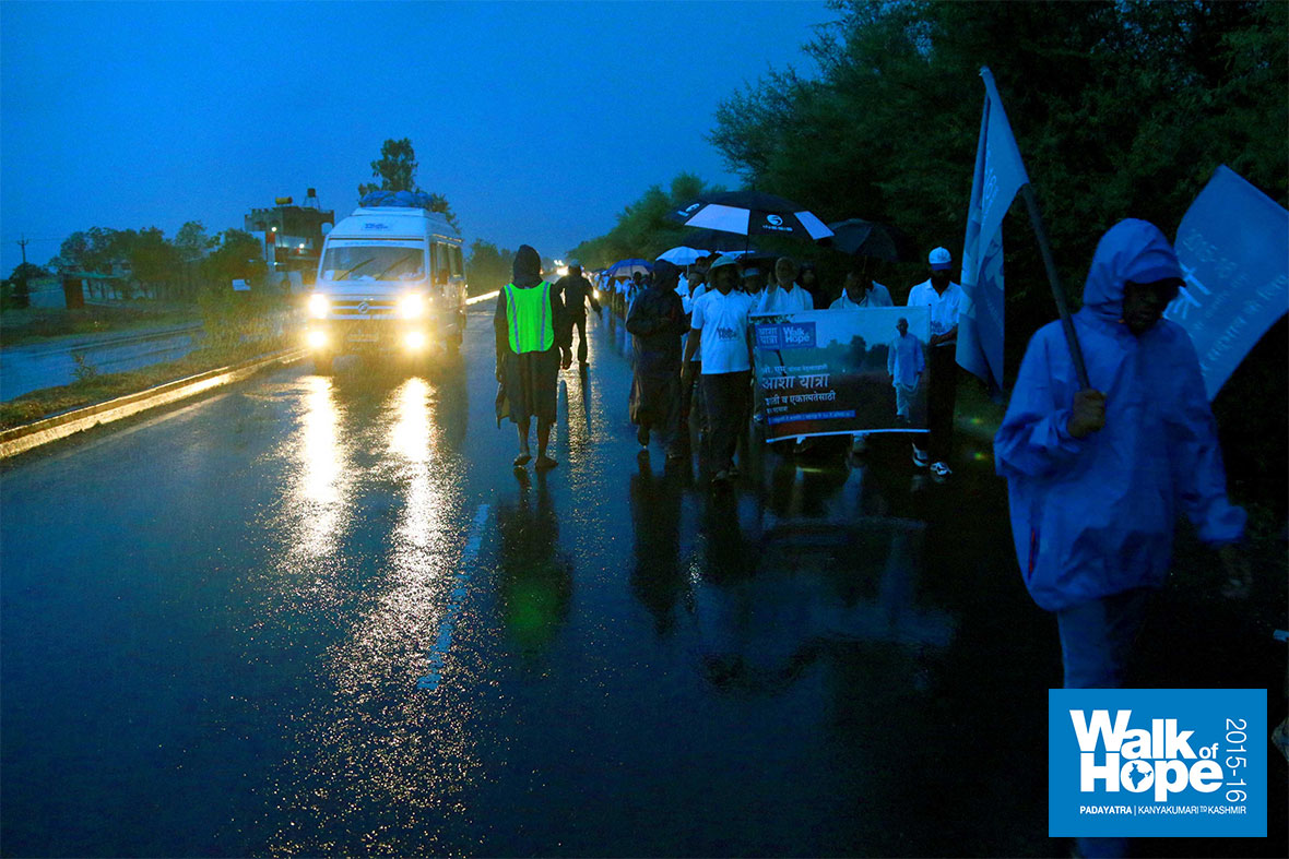 1.WOH-Day-191,-heavens-opened-up-and-it-really-poured-before-we-started-our-walk!!,-Rahuri,-Ahmadnagar,-Maharashtra