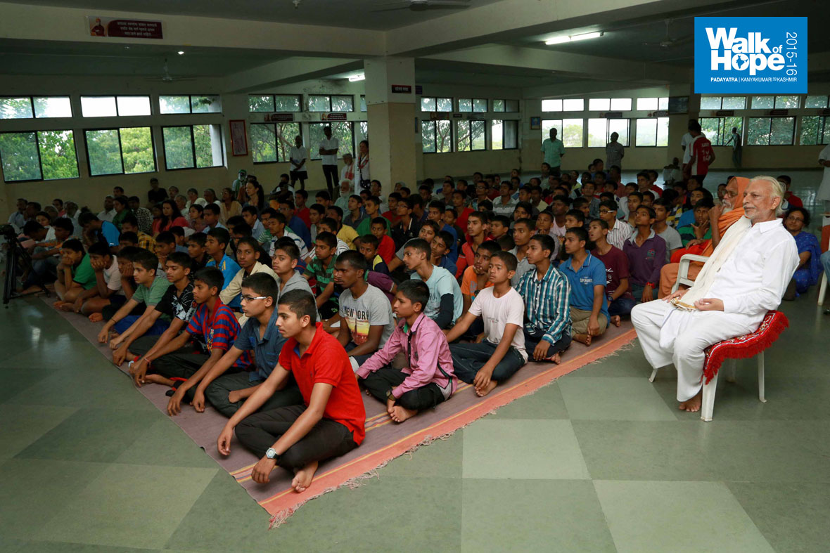 11.-Phulgaon-students-are-all-attention-as-they-watch-WOH-videos,-Shirur,-Maharashtra)