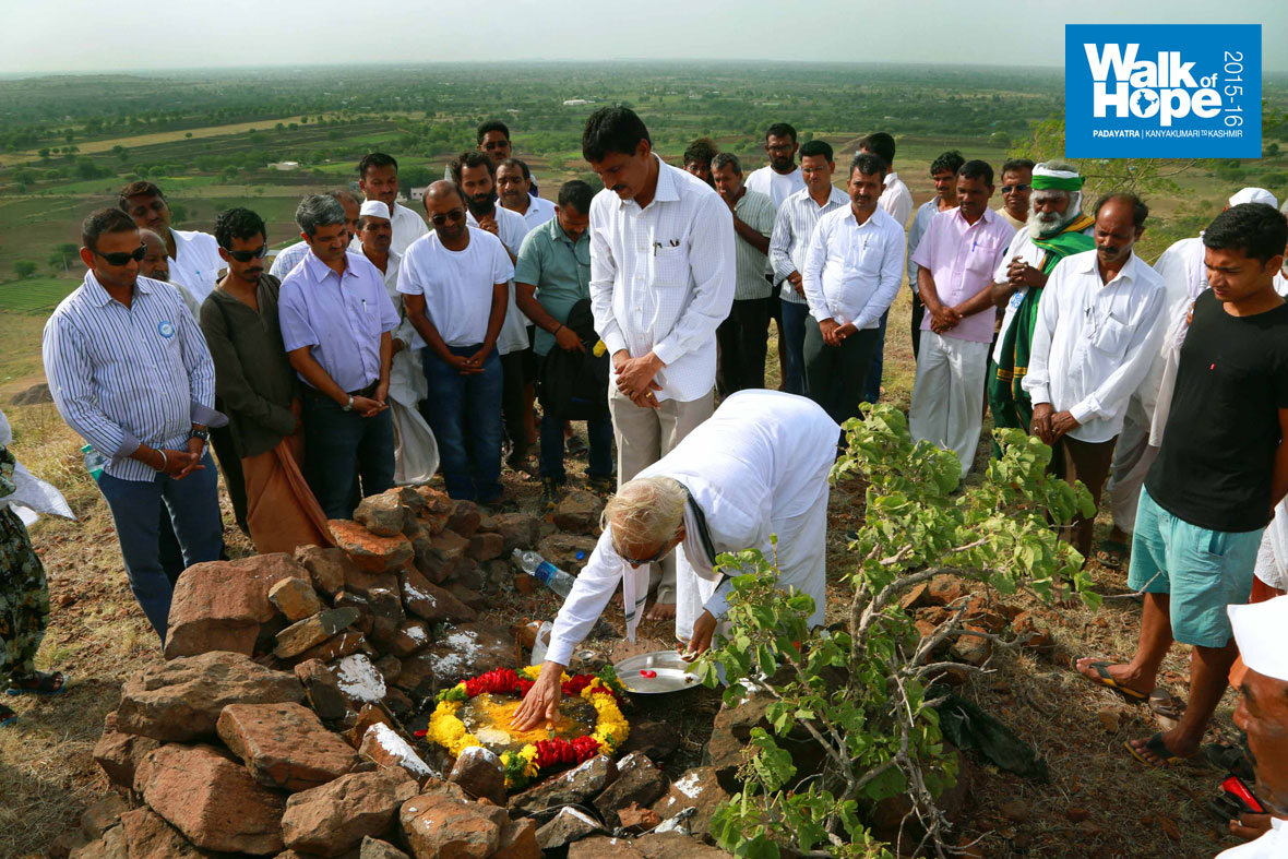 13.Sir-consecrating-the-place-for-the-proposed-temple-on-the-hilltop,-Hiwrebazar,-Ahmednagar,-Maharashtra)