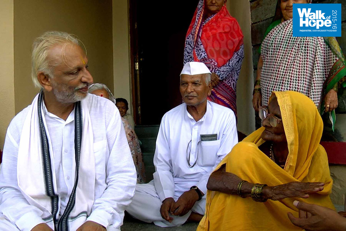 18.Sir-with-the-grand-old-lady-(all-of-104-years!!!!)-of-the-village,-Hiwrebazar,-Ahmednagar,-Maharashtra)