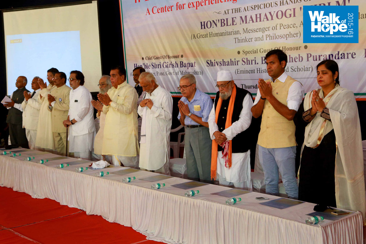 3.A-dais-full-of-dignitaries-graced-the-public-function-at-MIT-Loni,-Pune,-Maharashtra)