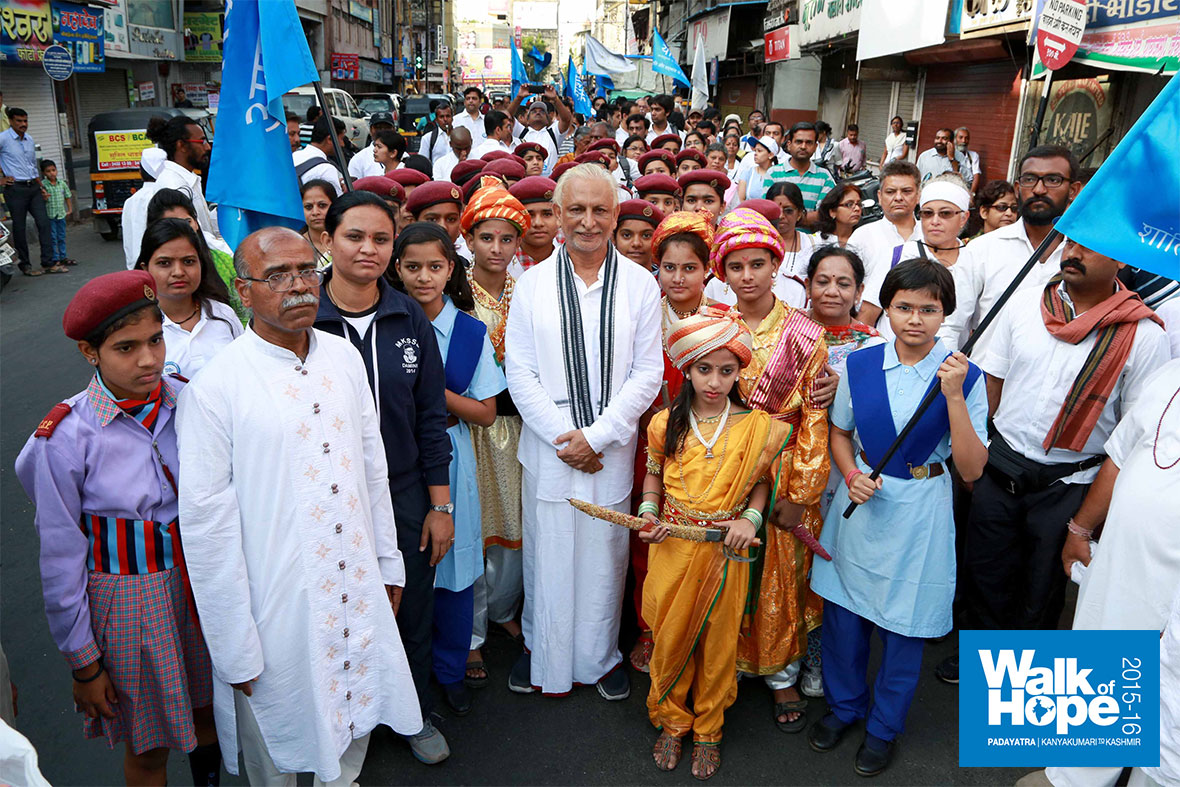 4.Sir-posing-with-school-children-who-escorted-us-right-through-the-walk-today,-Pune,-Maharashtra