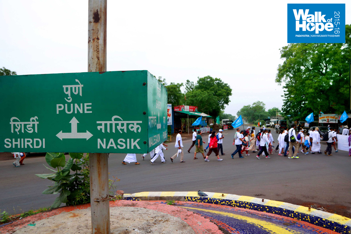 5.We-make-the-crucial-turn-to-Nashik,-the-last-district-of-Maharashtra-before-entering-Gujarat)