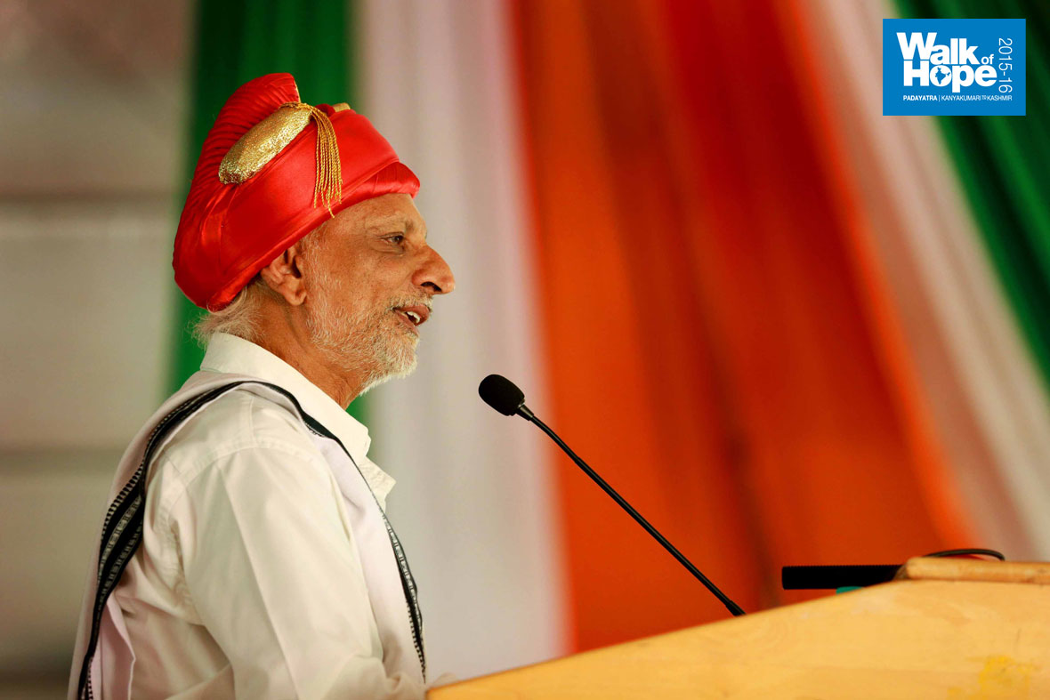 7.Sir-addressing-the-gathering-in-a-colourful-
