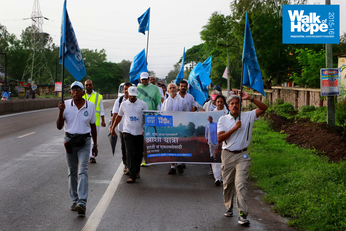 7.WOH-Day-198,-the-walk-from-Musalgaon-to-Shinde-was-the-windiest-and-wettest-so-far!!,-Nashik,-Maharashtra)