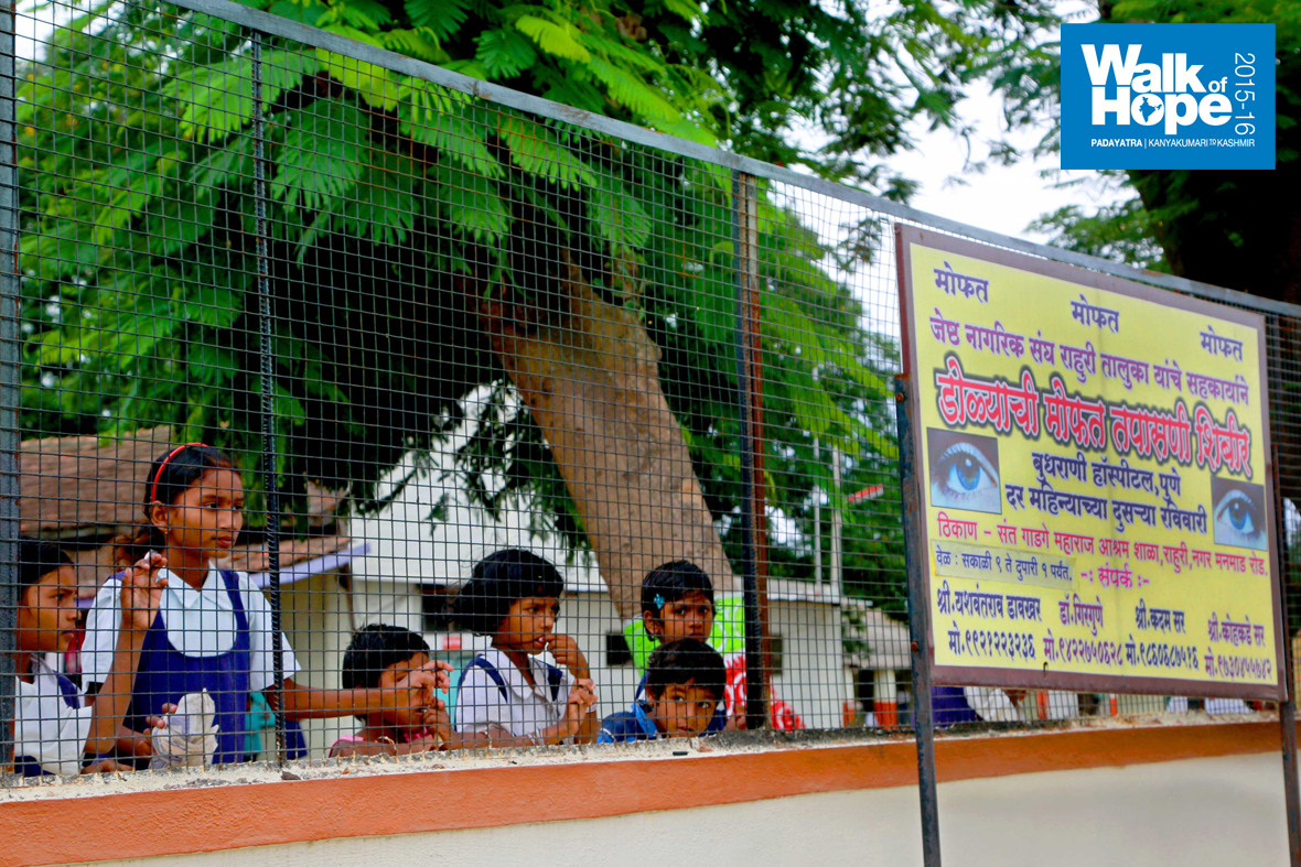 9.Children-of-Rahuri-are-blessed-with-an-old-and-large-school,-Ahmadnagar,-Maharashtra)
