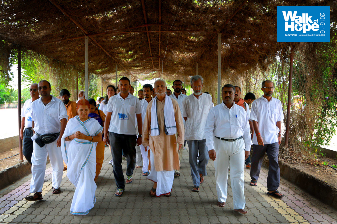 9.Sir-and-Padayatris-entering-the-Junglee-Maharaj-Ashram,-Kokamdhana,-Ahmadnagar,-our-place-of-stay-for-the-day)