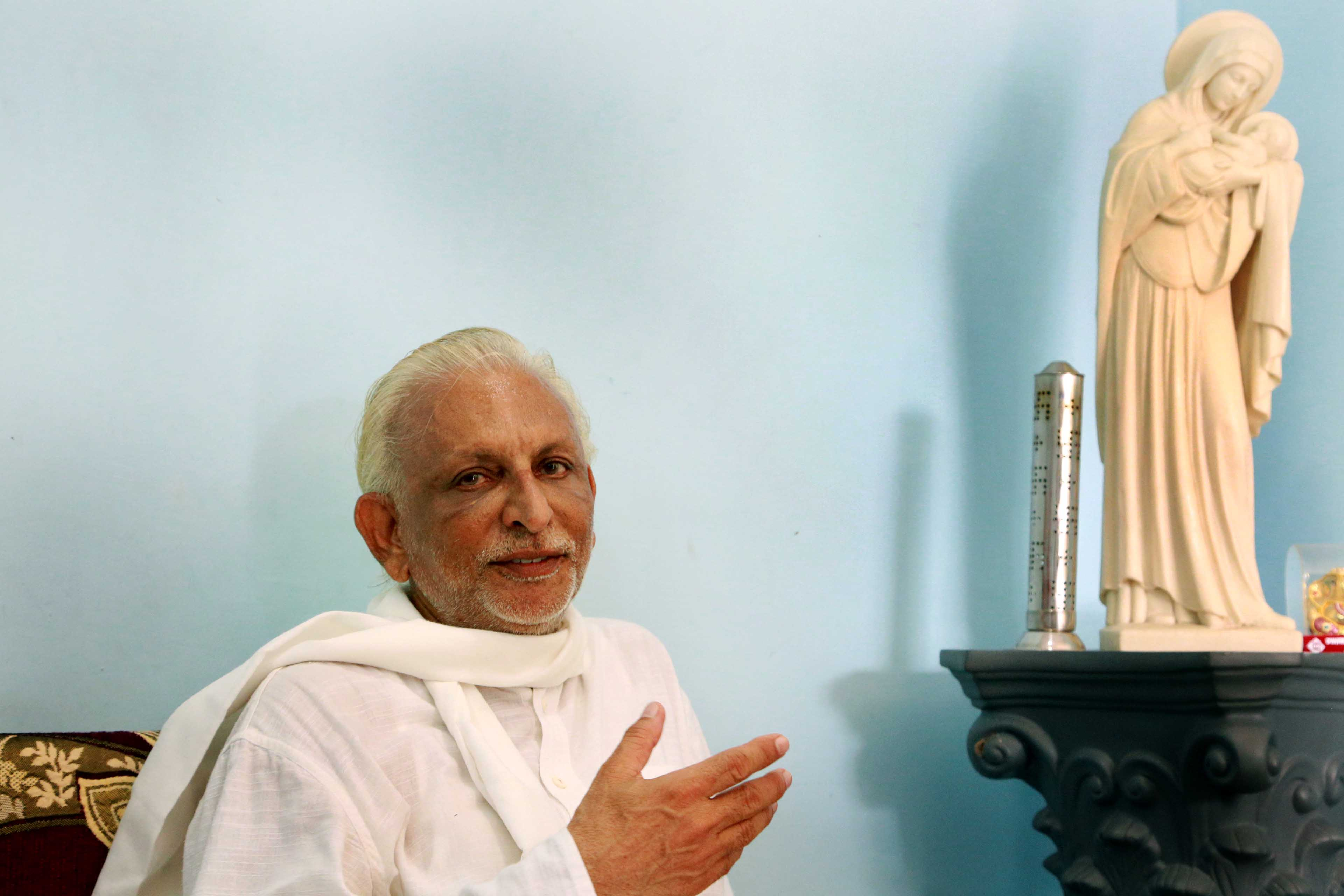 AMAL4327 (Sir with an icon of Mother Mary in the background, is all compassion, Wilajghat, Ahmadnagar, Maharashtra)