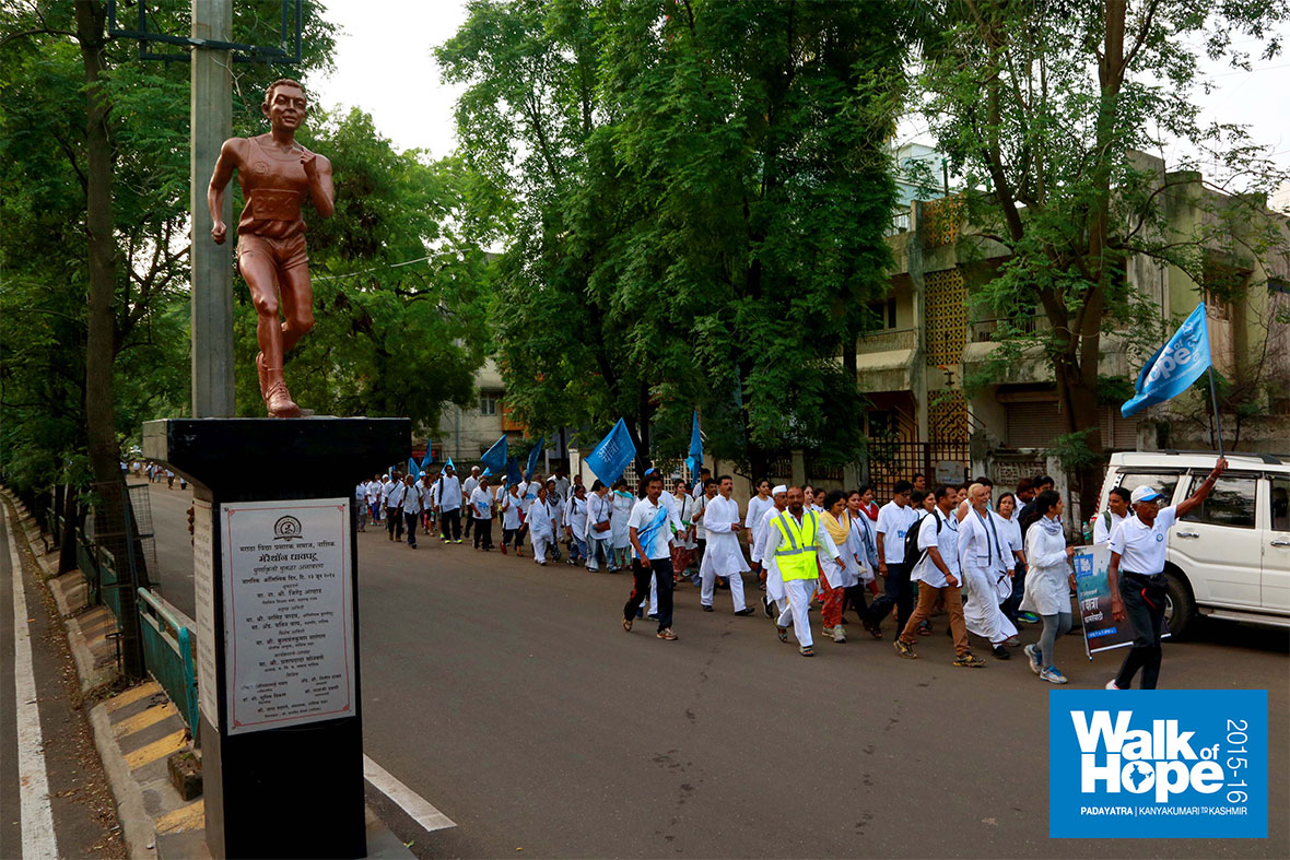 1.WOH-Day-202,-Past-the-statue-of-the-Marathon-Runner-and-on-our-way-to-Tryambakeswar,-Nashik,-Maharashtra