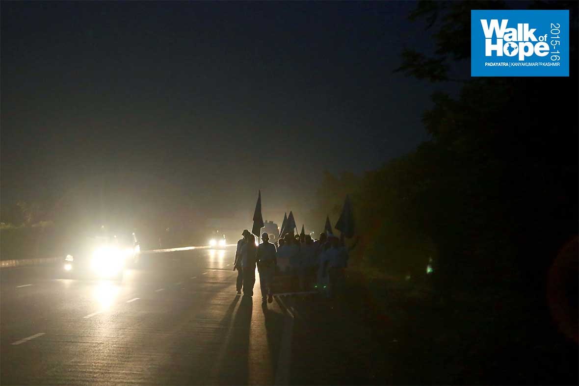 1.We-hit-the-road-early-today,-with-only-the-blinding-headlights-to-offer-us-light!!,-Kamrej,-Surat,-Gujarat
