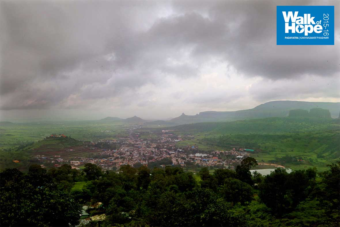 10.Panoramic-view-of-Trimbakeswar-from-the-Brahmagiri-hills,-Nashik,-Maharashtra