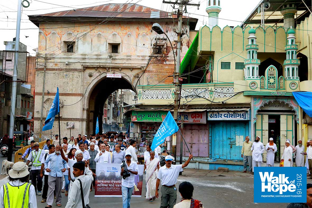 11.The-Padayatra-comes-streaming-out-of-the-Chappaner-Gate-of-the-erstwhile-walled-city-of-Baroda,-Vadodara,-Gujarat