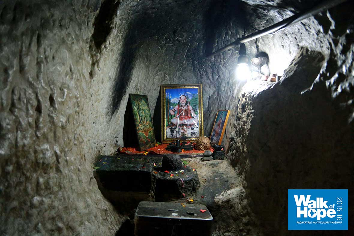 12.Cave-in-Brahmagiri-hills-where-Gorakhnath-is-supposed-to-have-meditated-for-12-years!!,-Trimbakeswar,-Maharashtra