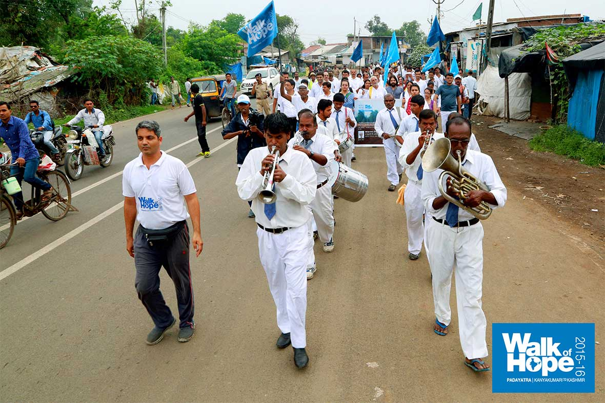 13.Trombone,-Bugle,-Drums-et-al,-leading-our-march-to-Vapi,-Valsad,-Gujarat