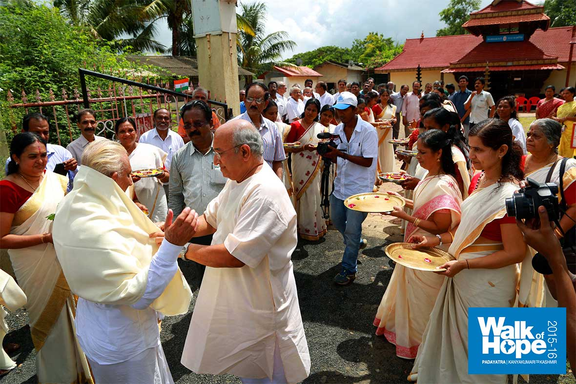 17.A-whiff-of-Kerala-in-Valsad!!,-reception-at-the-Ayyappa-temple,-Valsad,-Gujarat