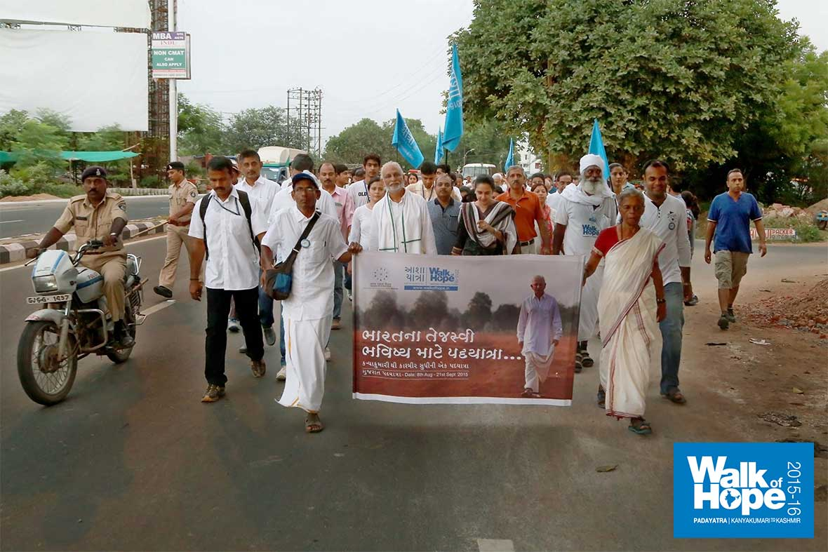 2.WOH-Day-229,-Padayatra-from-Ideal-School-to-Navrachana-School,-Sama,-had-the-participation-of-many-notable-citizens-of-Vadodara