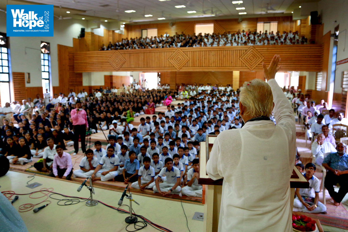 5.Sir-addresses-students,-teachers-and-staff-of-Vidya-Mangal-Pathsala,-Navi-Paradi,-Surat,-Gujarat)