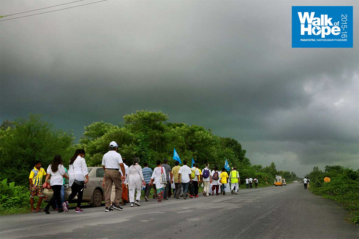 5.Whew!,-it-is-only-a-matter-of-time-before-we-get-wet!!,-Navsari-Road,-Gujarat
