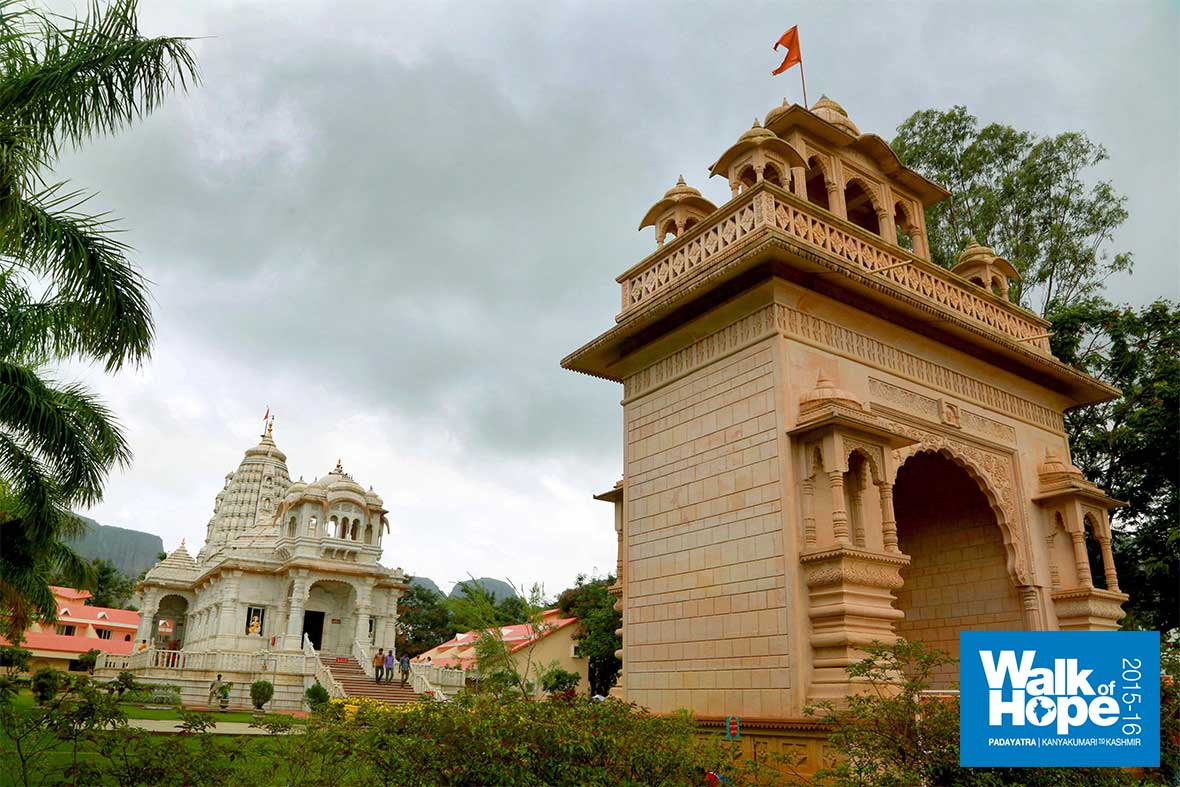 9.The-temple-at-the--beautiful-Gajanan-Maharaj-Sansthan-which-hosted-us,-Trimbakeswar,-Nashik,-Maharashtra