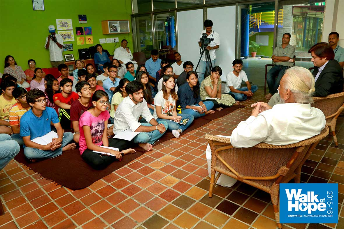 1.Sir-at-an-interactive-session-with-the-students-of-the-Riverside-School,-Ahmedabad,-Gujarat