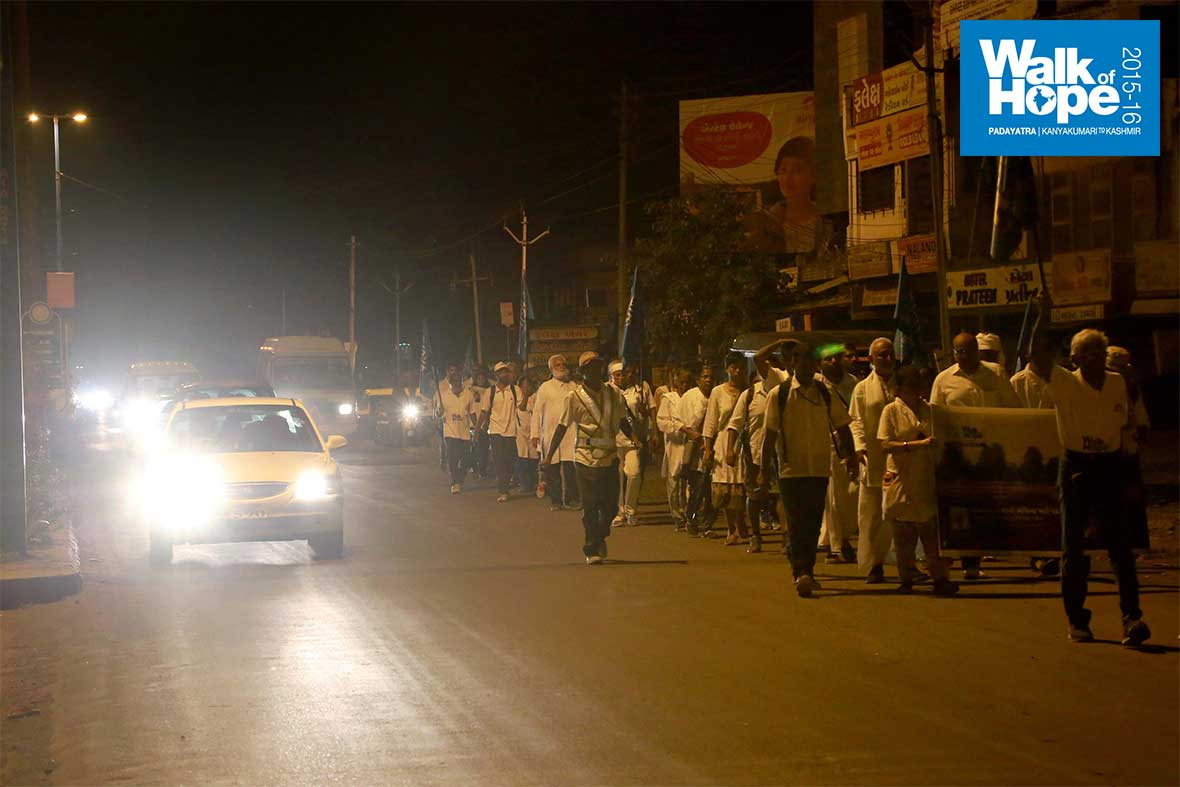1.WOH-Day-225,-once-again-the-wee-hours-of-the-day-saw-us-move-from-Ankhleswar-to-Bharuch,-two-major-cities-of-Gujarat