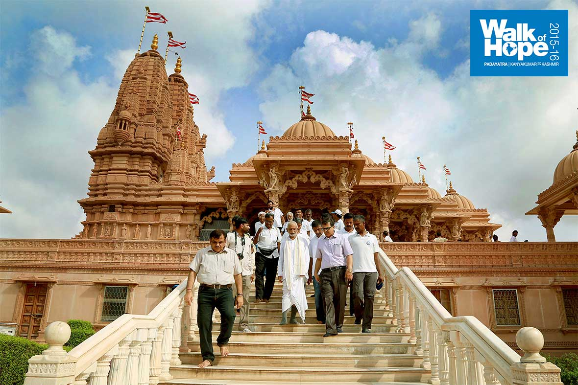10.Sir-coming-out-of-the-Swaminarayan-temple-after-Darshan