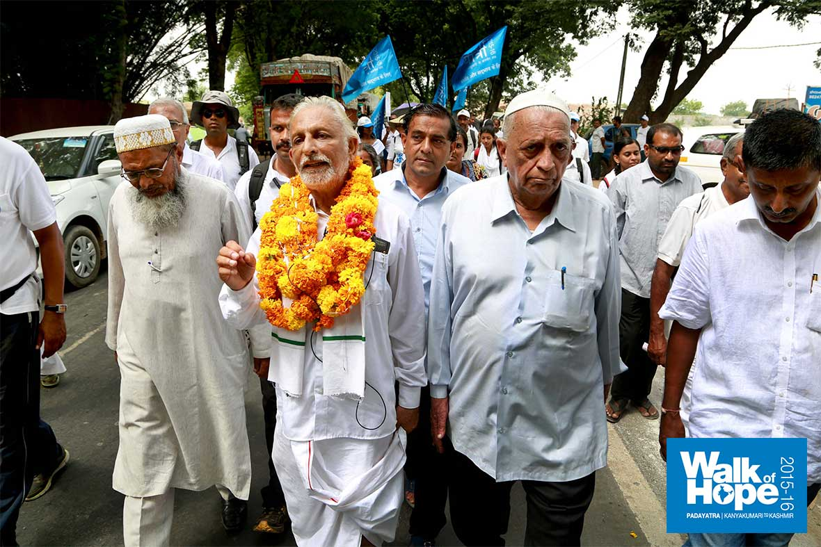 10.Sir-talks-as-he-walks-for-the-benefit-of-TV-channels,-Godhra,-Gujarat