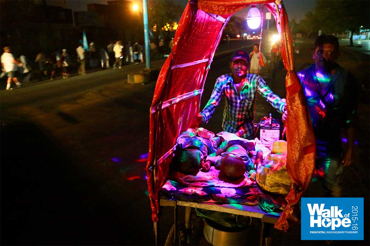 2.Pilgrims-of-itinerant-salesmen!,-the-kids-are-fast-asleep-though!,-Ankhleswar,-Gujarat