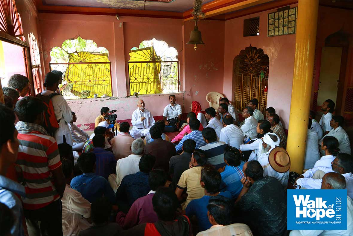 2.Satsang-at-the-Sri-Hanuman-Mandir,-Khamkedi,-Dhar,-MP