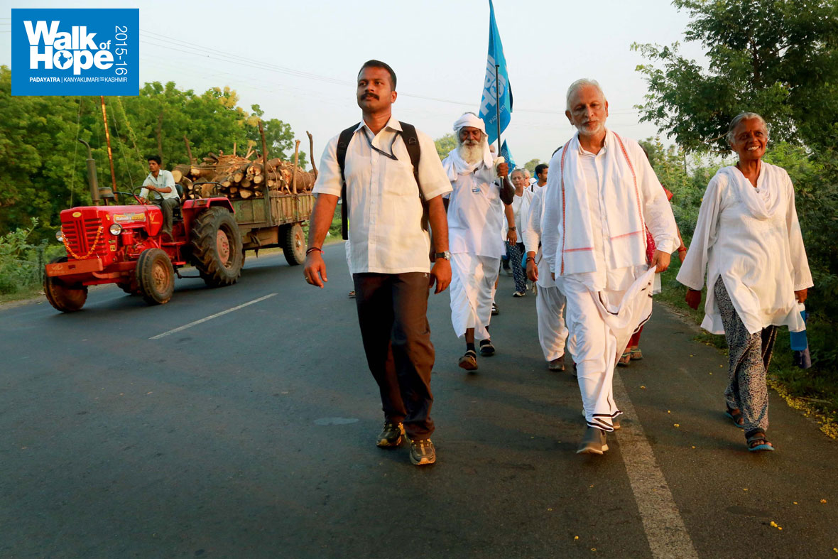 2.WOH-Day-242,-the-Padayatra-moves-on-from-Vastral-to-Khanij)