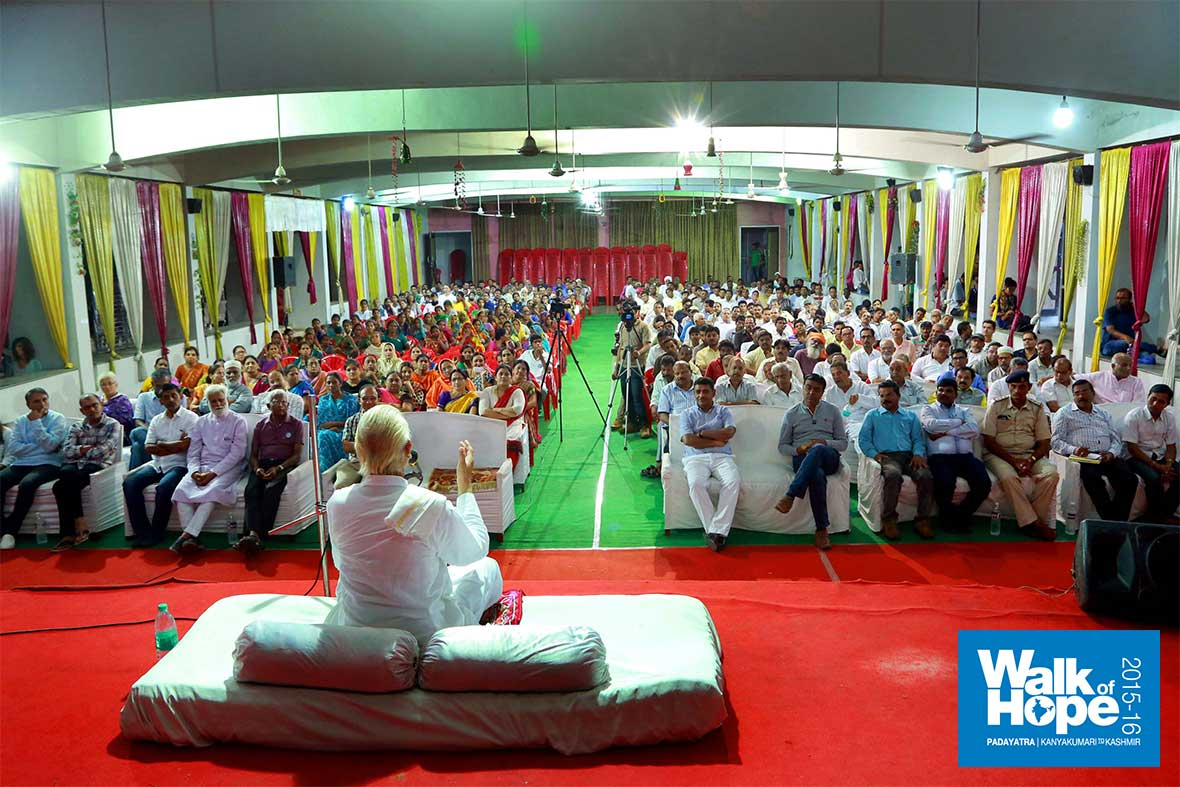 3.Satsang-at-the-Swami-Vivekananda-Sankul,-Dahod,-Gujarat
