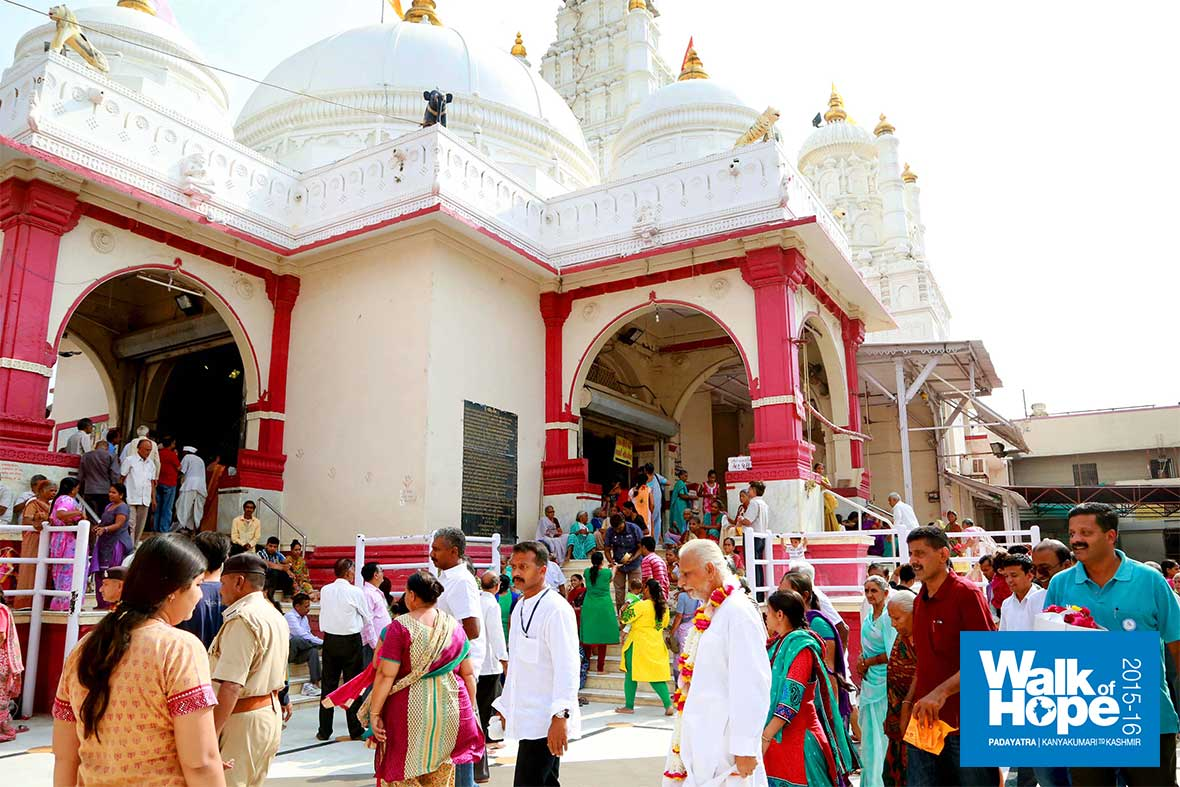 3.The-magnificent-white-dome-&-towers-of-the-Sri-Ranchodjee-temple,-Dakor,-Gujarat