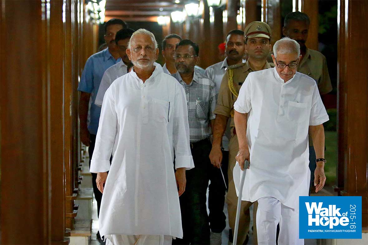 4.At-the-Rajbhavan-with-the-Honourable-Governor-of-Gujarat,-Shri-O-P-Kohli,-Gandhinagar,-Gujarat