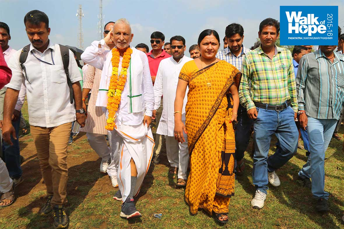 4.MP-from-Dhar-Smt-Savitriji-Thakur-joins-the-Padayatra,-Rajgarh,-Dhar,-MP