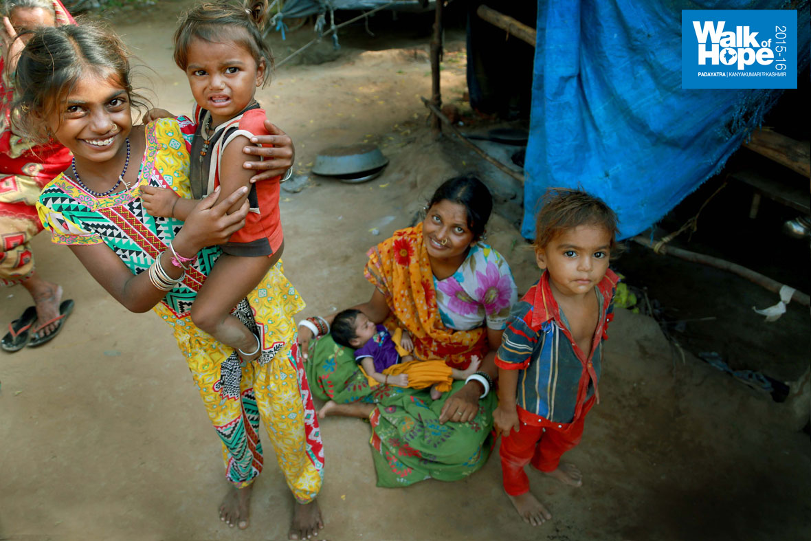 6.Children-of-all-ages,-the-ask-is-to-provide-food,-education-and-opportunities-to-all--of-them!,-Khanij,-Gujarat)