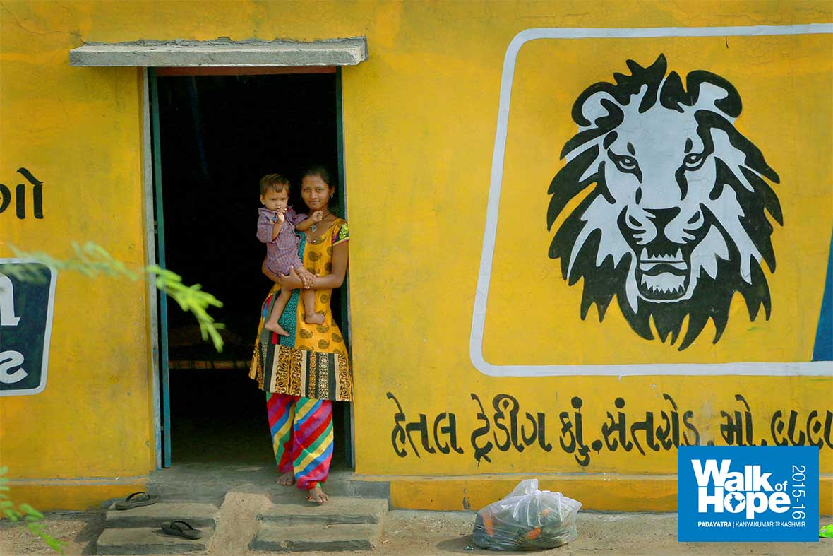 6.Lucky-kids,-they-have-a-lion-to-guard-them!!,-Santroad,-Gujarat
