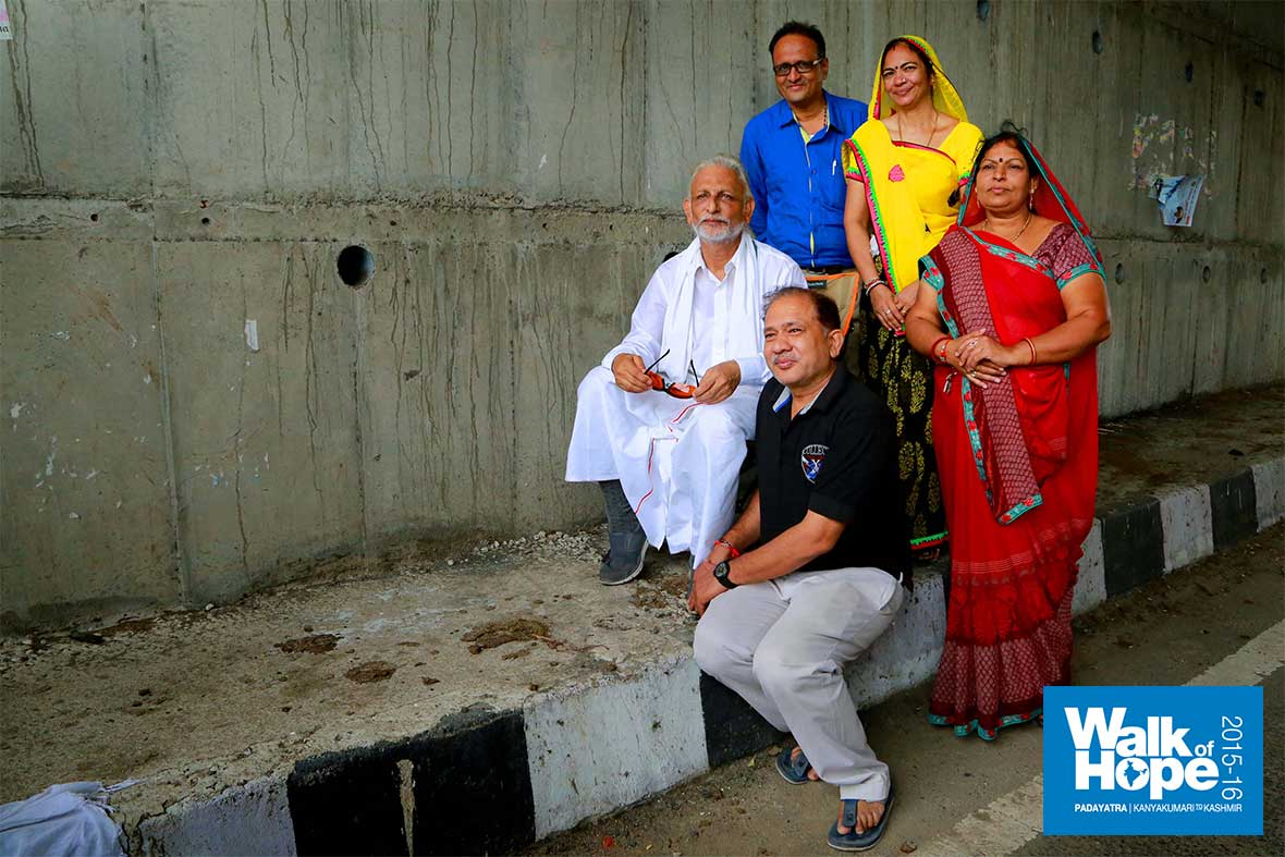 6.Picture-in-picture!!,-a-family-happily-poses-with-Sir,-Godhra,-Gujarat