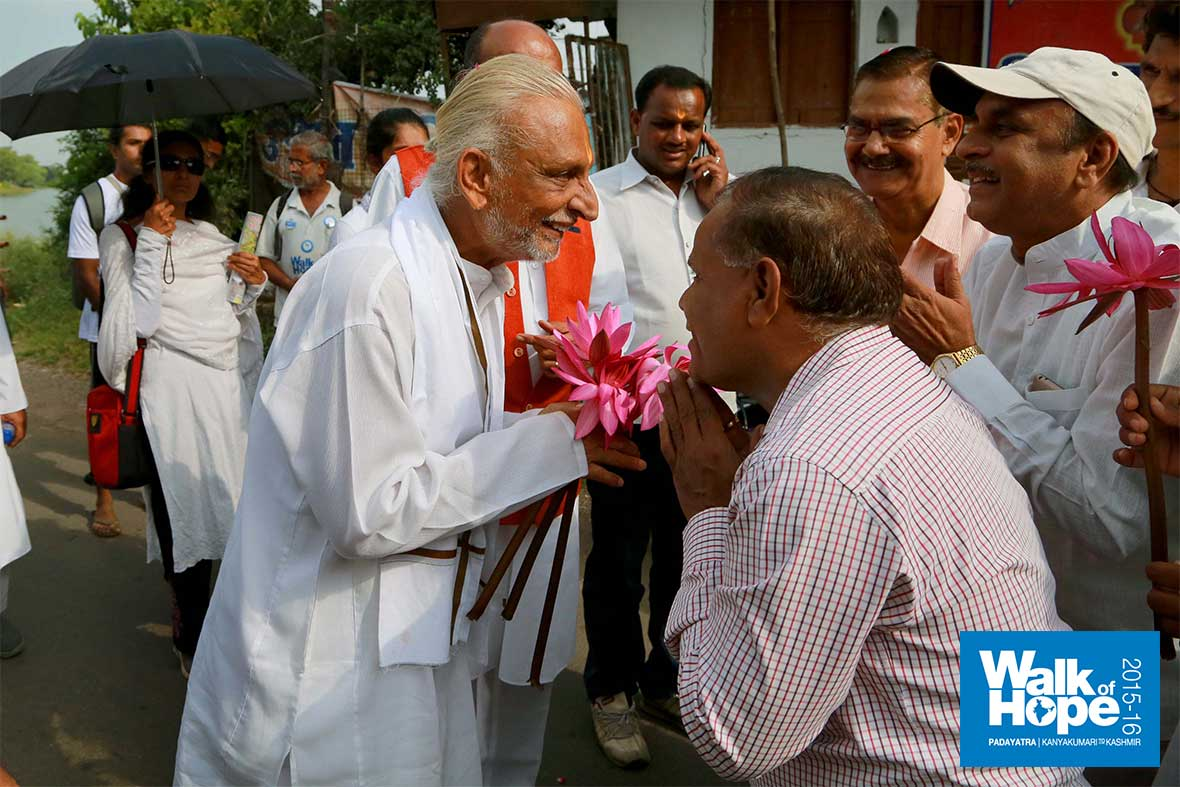 7.A-bunch-of-lotus-flowers-for-Sir-from-the-Dhar-lake,-MP